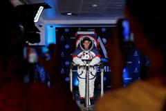 НАСА показало костюм астронавтов, которые полетят на Луну