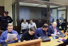 """Фигуранты дела """"Нового величия"""" порезали вены в суде"""
