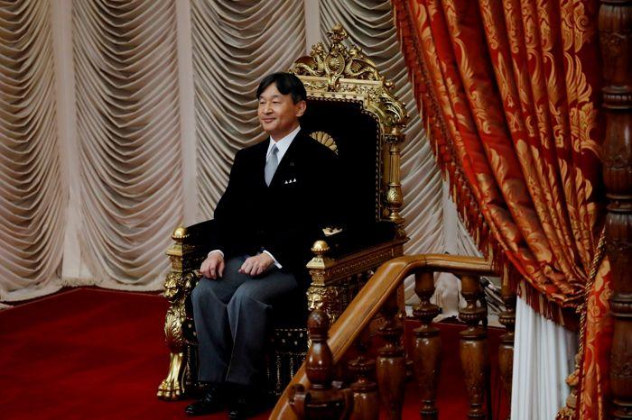 Парад по случаю интронизации императора Нарухито могут перенести из-за тайфуна