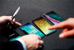Samsung признала, что смартфон Galaxy S10 можно разблокировать любым отпечатком пальца