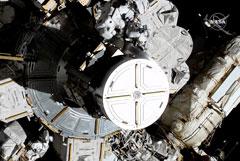 Впервые в истории две женщины вышли в открытый космос с борта МКС