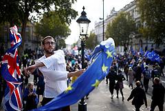 В Лондоне акция с требованием нового референдума по Brexit собрала тысячи британцев