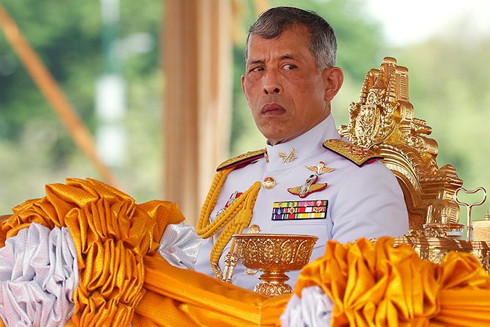 Король Таиланда лишил официального титула свою фаворитку за нелояльность