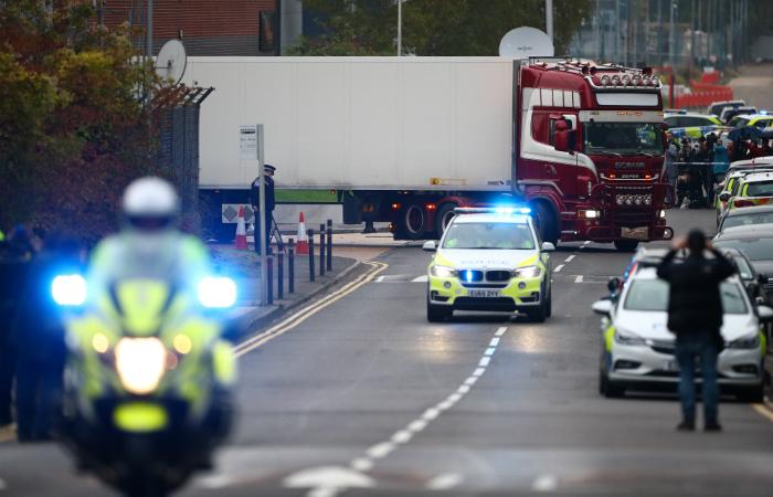 В Великобритании водителю фургона с 39 трупами предъявили обвинения
