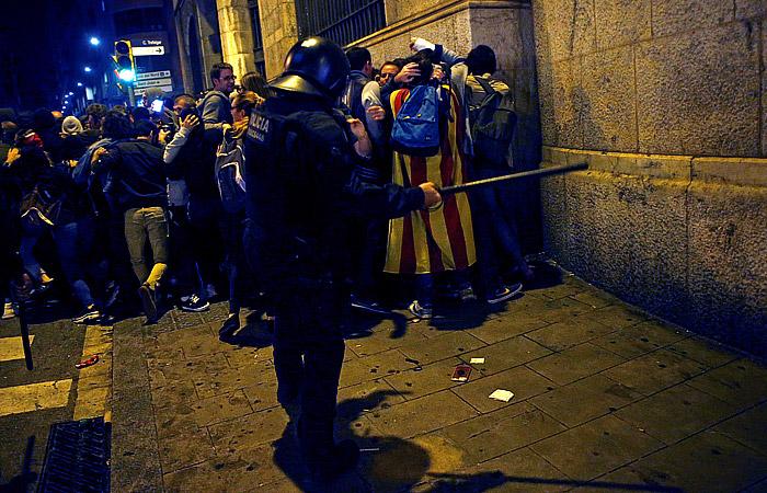 Акции протеста в Каталонии закончились столкновениями с полицией
