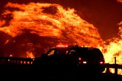 В Калифорнии объявили эвакуацию 200 000 человек из-за пожаров