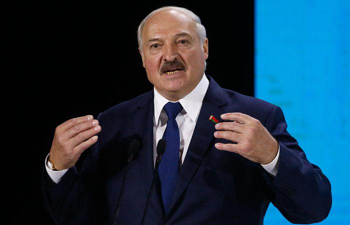 Лукашенко заявил, что Минску придется отвечать на размещение танков США в Литве