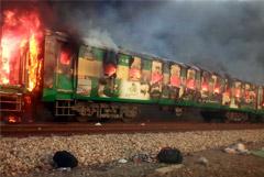 Число жертв пожара в поезде в Пакистане выросло до 73 человек