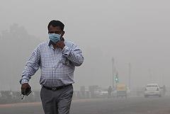 """Уровень загрязнения воздуха в Дели достиг """"невыносимого уровня"""""""