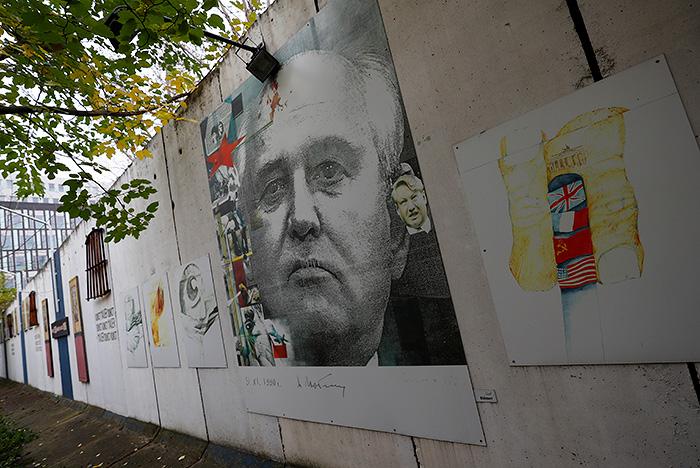 Горбачев одобрил действия властей СССР при развале Берлинской стены