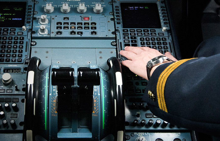 """В Якутии завели дело после того, как пилот дал знакомой """"порулить"""" самолетом"""