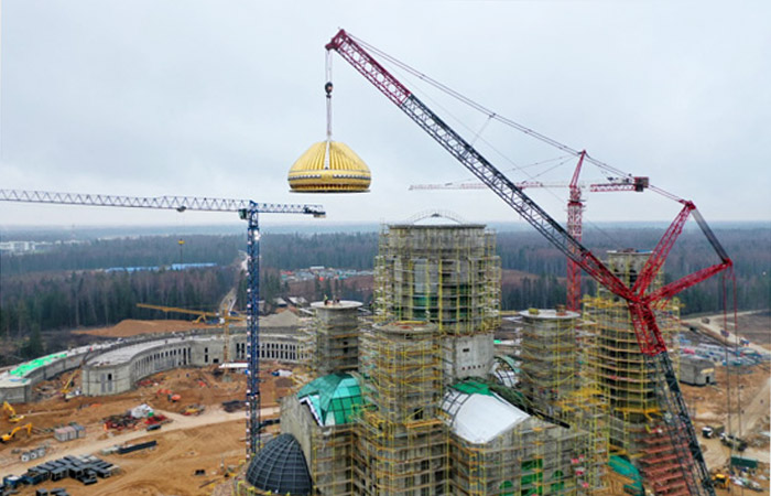 На главный храм Вооруженных сил РФ установили первый купол