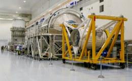 НАСА установило последний двигатель на ракете для полетов на Луну