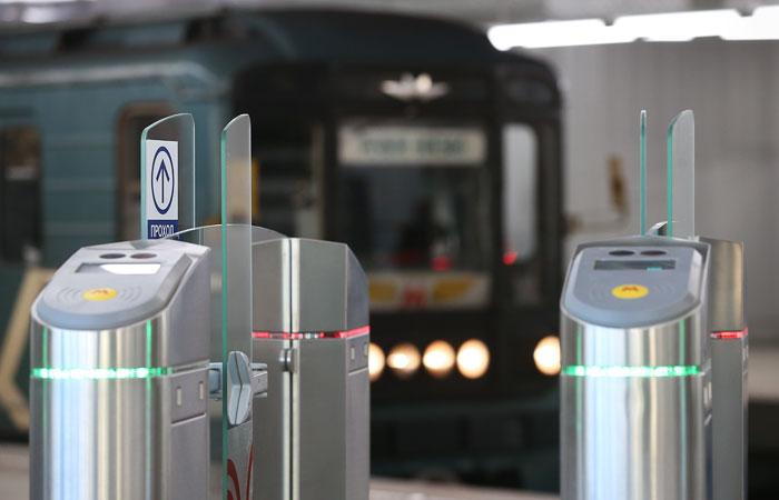 Кольцевую линию московского метро остановили из-за упавшего на рельсы пассажира