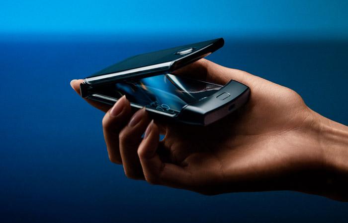 """Motorola представила обновленную версию """"раскладушки"""" RAZR V3 из нулевых"""