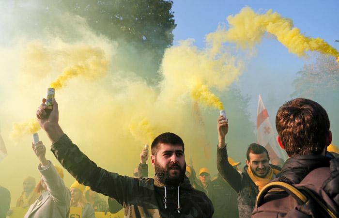 Протесты у парламента в Тбилиси