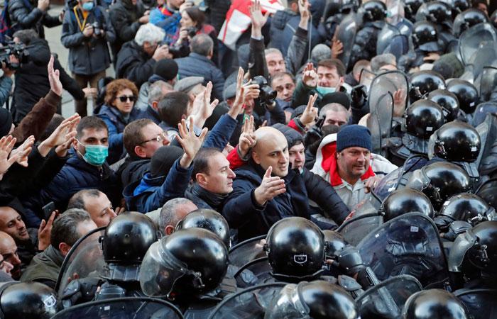 Три человека пострадали в ходе разгона акции протеста в Тбилиси