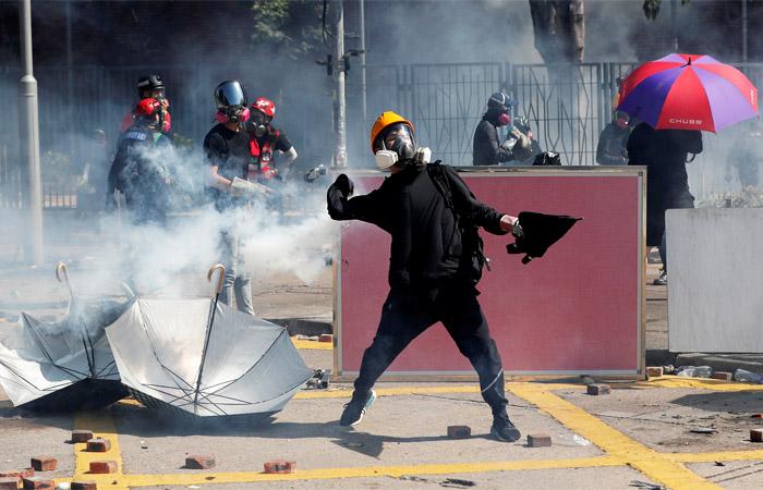 Суд в Гонконге отменил запрет на ношение масок протестующими