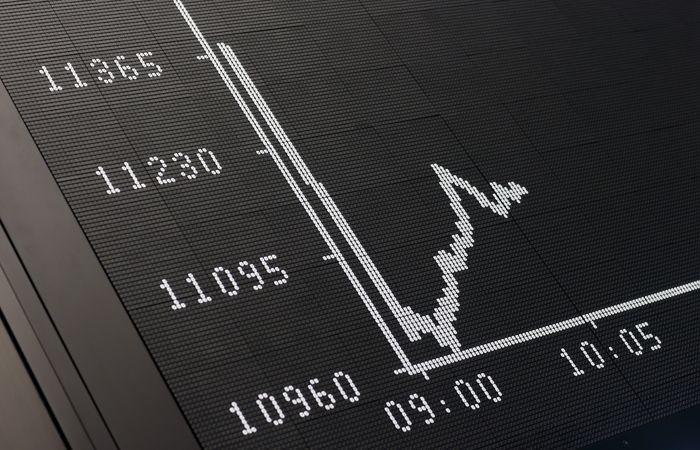 Пенсионерка потеряла 1,5 млн рублей в попытке заработать на биржевых сделках