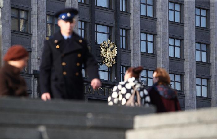 Госдума приняла закон о списании долга по зарплате с работодателя без суда
