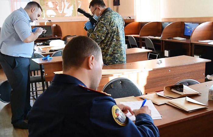 Работа следователей СК РФ в колледже Благовещенска, где произошла стрельба