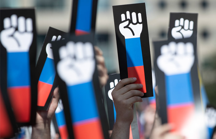 Депутаты Госдумы разберутся с центрами подготовки лидеров незаконных акций