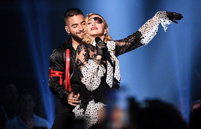 """Мадонна отменила три концерта из-за """"чудовищной боли"""""""