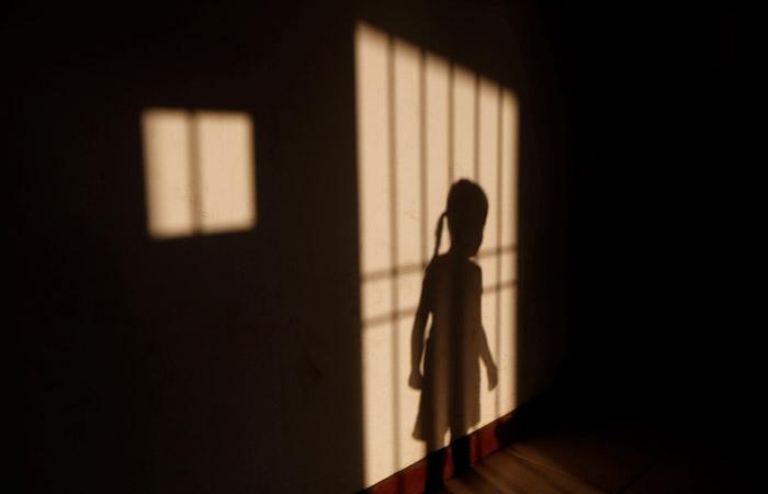 Спецкомиссия проверит данные об избиении в Сибири школьницы, выгнанной с чаепития