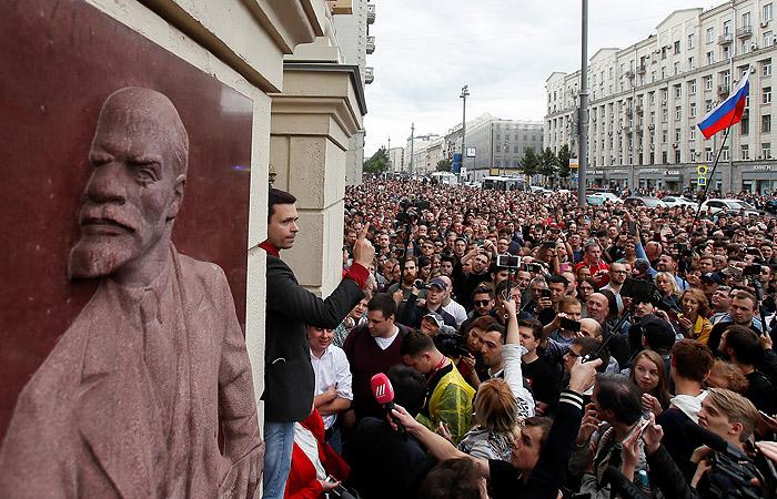 Оппозиционеры на акции в Москве пообещали бороться за свои подписи