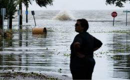 "Шторм ""Барри"" у южного побережья США перерос в ураган"