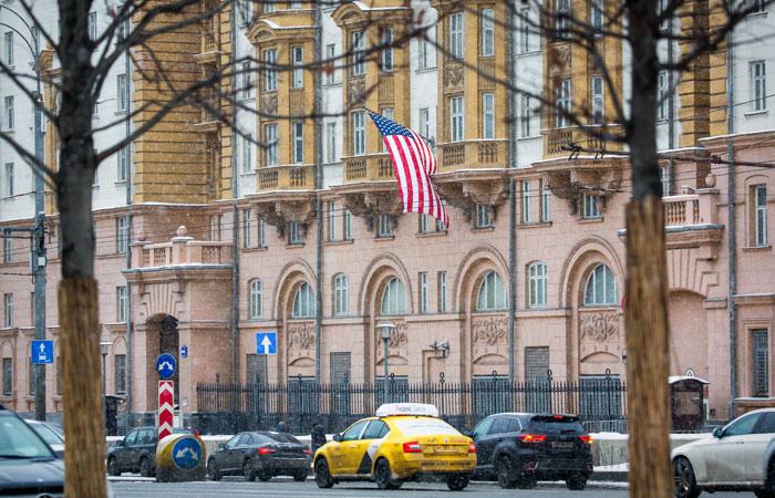 В посольстве США в Москве сочли частным случаем проблемы с визами у делегации казначейства
