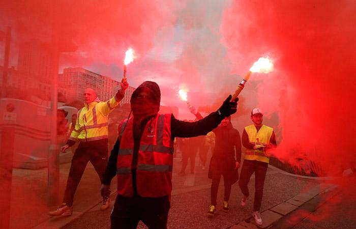 В городах Франции произошли столкновения демонстрантов с полицией