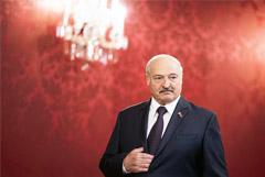 """Лукашенко заверил, что Белоруссия не войдет в состав """"братской России"""""""