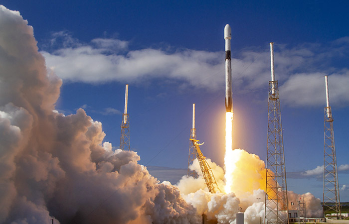 К МКС стартовала ракета Falcon 9 с грузовиком Cargo Dragon