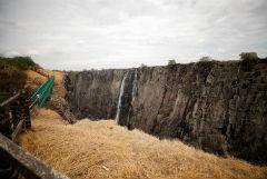 Водопад Виктория обмелел до тонкой струйки