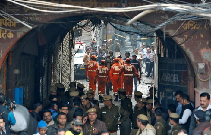 Десятки человек погибли при пожаре на фабрике в Индии