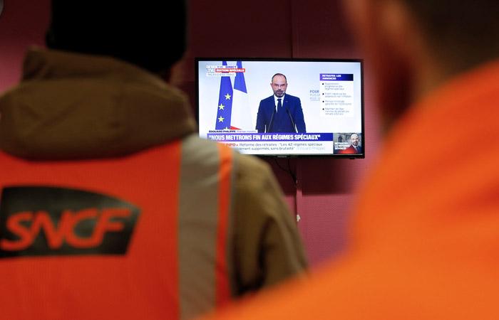 Во Франции решили повысить пенсионный возраст до 64 лет с 2027 года