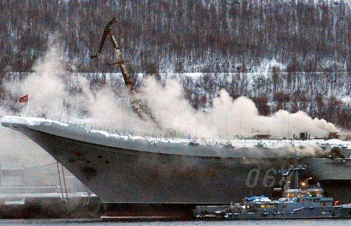 """Источник сообщил о 12 пострадавших на """"Адмирале Кузнецове"""""""
