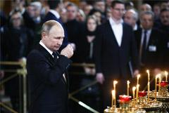 Путин приехал в храм Христа Спасителя на прощание с Лужковым