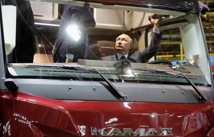"""Путину показали прототип грузовика """"КамАЗ-2020"""""""