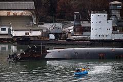 Плавдок со списанной подлодкой затонул в Севастополе