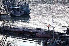 В Севастополе в районе затопления дока с подлодкой произошел разлив нефтепродуктов