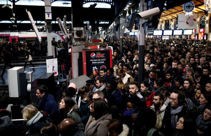 В Париже забастовки спровоцировали 600-километровые пробки