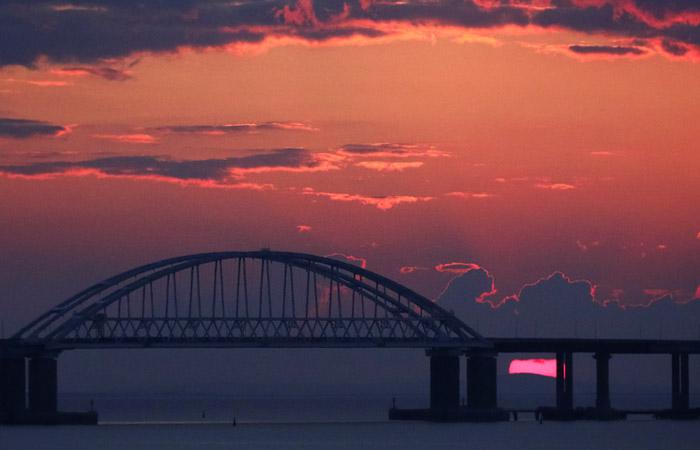 Чиновники разрешили пустить движение по железнодорожной части Крымского моста