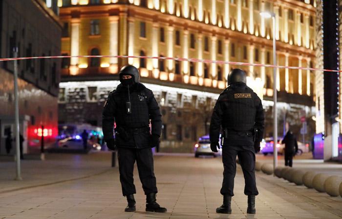 ФСБ нейтрализовала преступника, открывшего стрельбу в центре Москвы