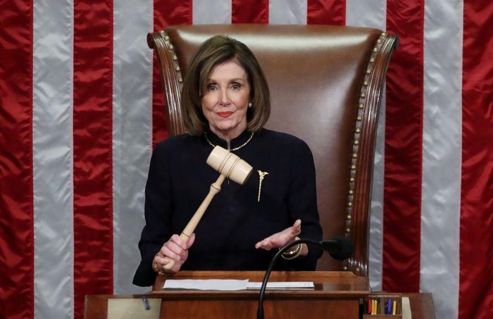 Палата представителей США одобрила импичмент Трампа по обоим пунктам обвинения