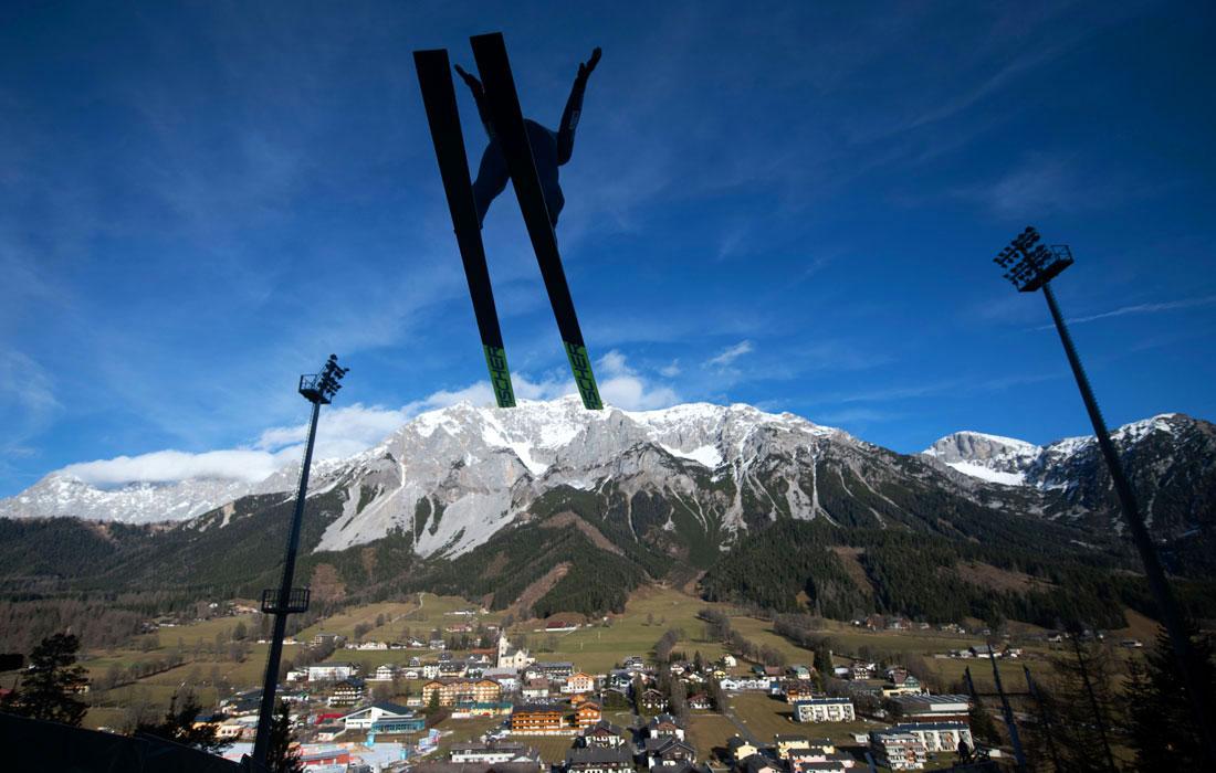 В австрийском Рамзау начались тренировки по прыжкам с трамплина среди мужчин на соревнованиях Gundersen