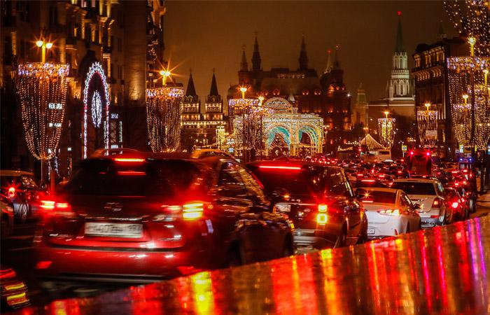 В центре Москвы начнут перекрывать улицы к праздникам с 28 декабря