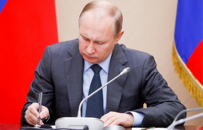 Путин уволил ряд руководителей СКР, МВД, ФСИН и МЧС