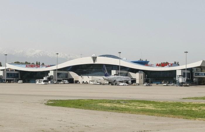 Семь человек погибли при крушении самолета в Алма-Ате